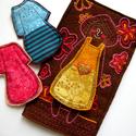 Öltöztetős baba játék, Baba-mama-gyerek, Játék, Öltöztetős játék filcből és mintás pamut anyagokból varrva, sok-sok hímzéssel. A ruhákat..., Meska