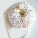Csipkés gyűrűpárna, Esküvő, Gyűrűpárna, Varrás, Gyűrűpárna filcből varrva, csipkével és egy csillogó kagyló gombbal díszítve. A gyűrűket csipke-sza..., Meska