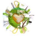 Szalagos baba-játék, Baba-mama-gyerek, Játék, Egyedi, mintás, zöld pamut textilekből készült babajáték fényes szalagokkal, zsinórokkal sárga filc ..., Meska