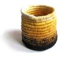 Aranysárga tartó, Otthon, lakberendezés, Tárolóeszköz, Egyedi tartó gyönyörű, élénk színű fonalakból tekerve.  10cm magas, 11cm átmérőjű 100% handmade..., Meska