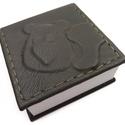 Medvegyes cetlizős..., Naptár, képeslap, album, Jegyzetfüzet, napló, Medvegy az apró, de fontos gondolataid őrzője. Vagy egyszerűen írd rá, hogy vaj, tej, kenyér...  Kéz..., Meska