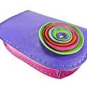 Poppys íves bőrpénztárca, Táska, Pénztárca, tok, tárca, Vidám, gyönyörű színekből készült íves nőies pénztárca. Lila,zöld, narancs, pink és egy csipetnyi tü..., Meska