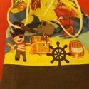 Kalózos tornazsák, Baba-mama-gyerek, Gyerekszoba, Tárolóeszköz - gyerekszobába, Varrás, Vidám mintás anyagból készült ez a tornazsák.  Itt a farsang ideje, remek kiegészítője is lehet a k..., Meska