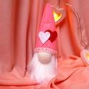Valentin-napos manócska, Szerelmeseknek, Játék, Plüssállat, rongyjáték, Játékfigura, Ez a kis manó várja, hogy valaki arcára mosolyt csaljon Valentin-napon! :)  17 cm magas, filc anyagb..., Meska