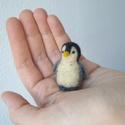 mini Pingvin, Képzőművészet, Dekoráció, Vegyes technika, Dísz, Nemezelés, Tűnemez technikával készült  kis pingvin figura. 4 cm magas. Anyaga: gyapjú.  Minden állatkám egyed..., Meska
