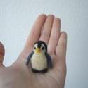 mini Pingvin 2., Képzőművészet, Dekoráció, Vegyes technika, Dísz, Nemezelés, Tűnemez technikával készült  kis pingvin figura. 4 cm magas. Anyaga: gyapjú.  Minden állatkám egyed..., Meska