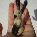 Vadnyúl 1., Képzőművészet, Dekoráció, Vegyes technika, Dísz, Tűnemez technikával készült nyúl. 8 cm magas. Anyaga: gyapjú  Minden állatkám egyedi kis figura. Ink..., Meska