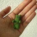 Zöld cicamaci, Képzőművészet, Dekoráció, Vegyes technika, Dísz, Tűnemez technikával készült pici figura. kb. 5 cm magas.  Anyaga gyapjú, orrát és szemét cérnából va..., Meska