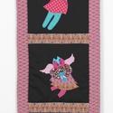 Fali textil dekoráció macskaangyalokkal, Dekoráció, Otthon, lakberendezés, Kép, Falikép, Applikációs technikával készítettem. Fém képtartó segítségével lehet a falra szerelni. Méret:36X92 c..., Meska