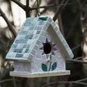 """""""Kenderike"""" madárházikó, Otthon, lakberendezés, Dekoráció, Mindenmás, Kerti dísz, Mozaik, Víz- és időjárásálló madárodu, melyet mozaikozás előtt kétszer vízálló lakkal kezeltem. Méretei: 12..., Meska"""