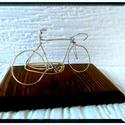 Országúti kerékpár, Férfiaknak, Otthon, lakberendezés, Mindenmás, Bringás kiegészítők, Fémmegmunkálás, Kerékpár Egyedi ajándék, drótból készített kerékpár.A biciklik átlagosan 10 cm magasak és 17cm*12cm..., Meska