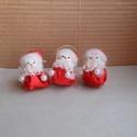 Ilike mikulásai, Karácsonyi, adventi apróságok, Karácsonyi dekoráció, Karácsonyfadísz, Mindenmás, Ezek a dundi mikulások piros szaténanyagból kapták ruhájukat.Fonal maradékkal töltöttek.Fejük prése..., Meska