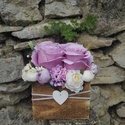 Rózsabox fa dobozban  vintage lila-bézs virágokkal, Virágdoboz pasztel lila és bézs selyemvirágokk...