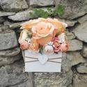 Rózsabox fa dobozban vintage sötétpúder-bézs virágokkal, Virágdoboz sötét púder és bézs selyemvirágo...