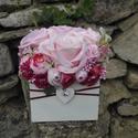 Rózsabox fa dobozban vintage púder-rózsaszín pasztell árnyalatokkal, Virágdoboz rózsaszín-púder-mályva selyemvirá...