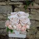 Rózsabox fa dobozban vintage cappucinó-púder virágokkal, PEDAGÓGUSNAPRA  TANÁR-TANÍTÓ ÉS ÓVÓ NÉNIKN...