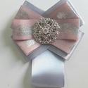 Masni bross, Ékszer, Bross, kitűző, Ezüst és rózsaszín masni bross. Ezüst köves dísszel Mérete: 9x11cm, Meska