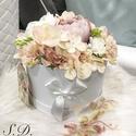 Selyemvirág box, Dekoráció, Otthon, lakberendezés, Asztaldísz, Fehér kör alakú dobozba készült asztaldísz. Különböző pasztel selyemvirágokkal. Box mére..., Meska