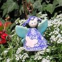 Levendula tündér pillangóval.., Dekoráció, Képzőművészet, Szobor, Kerámia, Kerámia, Fehérre égő agyagból készítettem ezt a tündérkét. A ruhája csipke nyomott lila,kalapkája egy virág ..., Meska