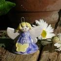 Virágtündér., Dekoráció, Képzőművészet, Szobor, Kerámia, Fehérre égő agyagból készítettem ezt a tündérkét. A ruhája antikolt lila ,kalapkája egy virág kelyhe..., Meska
