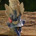 Kék Angyal, Dekoráció, Képzőművészet, Szobor, Kerámia, Fehérre égő agyagból készítettem ezt a huncut Angyalkát,akinek még egy pillangó is rászállt a kezére..., Meska