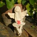Angyalka, Dekoráció, Képzőművészet, Szobor, Kerámia, Fehérre égő agyagból készítettem ezt a huncut Angyalkát. .Jelenleg egy nyírfarönkön lóbálja csizmás ..., Meska
