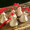Iciri-Pici Angyalkák, Dekoráció, Karácsonyi, adventi apróságok, Ünnepi dekoráció, Karácsonyi dekoráció, Fehérre égő agyagból készítettem ezeket az angyalkákat. A ruhájuk csipke nyomott,fehér mázas.A kerám..., Meska