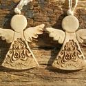 Angyalkák, Dekoráció, Otthon, lakberendezés, Ünnepi dekoráció, Falikép, Fehérre égő agyagból készítettem ezeket az angyalokat. Antikolt,natúr kerámiák,a ruhájuk csipkenyomo..., Meska