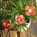 Piros  virágok, Dekoráció, Otthon, lakberendezés, Dísz, Fehérre égő agyagból készítettem ezeket a virágokat..   Mázazott,kétszer égetett kerámiák.A  virágok..., Meska