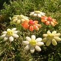7 szál apró virág, Dekoráció, Otthon, lakberendezés, Dísz, Fehérre égő agyagból készítettem ezeket az apró virágokat..  4 szál mázazott,kétszer égetett ,a 3 fe..., Meska