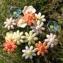 15 szál apró virág, Dekoráció, Otthon, lakberendezés, Dísz, Fehérre égő agyagból készítettem ezeket az apró virágokat..  13 szál mázazott,kétszer égetett ,a 2  ..., Meska