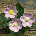 Lila virágok, Dekoráció, Otthon, lakberendezés, Dísz, Fehérre égő agyagból készítettem ezeket a virágokat..   Mázazott,kétszer égetett kerámiák.A   virágo..., Meska