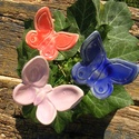 Tavaszváró pillangók. :), Dekoráció, Otthon, lakberendezés, Dísz, Fehérre égő agyagból készítettem ezeket a pillangókat ..   Mázazott,kétszer égetett kerámiák. A  pil..., Meska