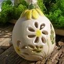 """Húsvéti tojás, Dekoráció, Húsvéti díszek, Ünnepi dekoráció, Fehérre égő agyagból korongozással készítettem ezt a """"tojást"""" A virágok szirmait,a leveleket kivágta..., Meska"""
