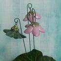 """Csengő-bongó    virágok, Dekoráció, Otthon, lakberendezés, Dísz, .Fehérre égő agyagból készítettem ezeket a  virágokat.   .A teljes virágfej átmérője 4-5 cm,"""" magass..., Meska"""