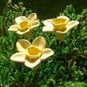 Tavaszi virágok, Dekoráció, Otthon, lakberendezés, Dísz, Fehérre égő agyagból készítettem ezeket a tavaszi napfényt idéző virágokat.:)   Mázazott,kétszer ége..., Meska