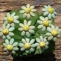 10 szál apró virág, Dekoráció, Otthon, lakberendezés, Dísz, Fehérre égő agyagból készítettem ezeket az apró virágokat. A  virágok  átmérője 3,5  cm. .Zöld színű..., Meska