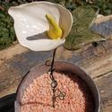Fehér flamingóvirág, Dekoráció, Otthon, lakberendezés, Dísz, Fehérre égő agyagból készítettem ezt a különleges hangulatú virágot.A flamingóvirág mellé borostyánl..., Meska