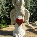 Angyalka piros szívvel, Dekoráció, Képzőművészet, Szobor, Kerámia, Fehérre égő agyagból készítettem ezt a szende Angyalkát. A kezében nagy piros szívet tart. ..., Meska