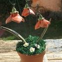 Tavaszi virágok cserépben, Dekoráció, Otthon, lakberendezés, Dísz, Kerámia,   Fehérre égő agyagból készítettem ezeket a virágokat. Kétszer égetett,antikolt piros mázas kerámiá..., Meska