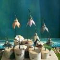 KREA, Dekoráció, Otthon, lakberendezés, Dísz, Asztaldísz, Készítettem egy asztaldíszt nyírfa korongokból,kerámia virágokból. Fa alapra nyírfa korongokat ragas..., Meska