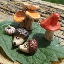 Iciri-piciri......, Dekoráció, Otthon, lakberendezés, Dísz, Fehérre égő agyagból készítettem ezeket az apró gombákat ,tököcskét és a süniket.   A gombáknak csak..., Meska