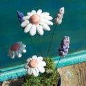 Fehér és lila virágok, Dekoráció, Otthon, lakberendezés, Dísz, Fehérre égő agyagból készítettem ezeket a virágokat.  Mázazott,kétszer égetett kerámiák. A  fehér vi..., Meska