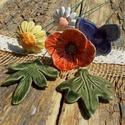 Virágok a réten, Dekoráció, Otthon, lakberendezés, Dísz, Fehérre égő agyagból készítettem ezeket a virágokat,leveleket és a pillangót.  Mázazott,kétszer éget..., Meska