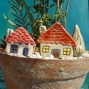 Apró házak, Otthon & lakás, Lakberendezés, Kaspó, virágtartó, váza, korsó, cserép, Kerti dísz, Kerámia, Szobrászat, Az apró házikók mindig elvarázsolnak,akár fából,akár kerámiából készülnek.Otthonosak,bájosak,szeret..., Meska