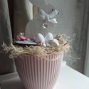 Tavaszi Nyuszkós Asztaldísz, Dekoráció, Húsvéti díszek, Otthon, lakberendezés, Ünnepi dekoráció, Tavaszi, rózsaszínű alapba ( műanyag alapba) készült asztaldísz.Selyemvirágokkal, apró deko..., Meska