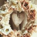 Pasztell selyemvirág koszorú., Dekoráció, Otthon, lakberendezés, Anyák napja, Dísz, Ajtódísz, kopogtató, Pasztell selyemvirágokból készült virágos koszorú, közepében egy rusztikus szívvel. Fonott ..., Meska