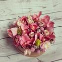 Orchideás virágdoboz, Otthon, lakberendezés, Asztaldísz, Virágkötés, Mindenmás, Tavaszi virágbox, selyemvirágokból.  Gyönyörű selyemvirág- orchidea került beépítésre, sok apró ter..., Meska