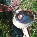 Műgyantával kiöntött Kagylós igazgyöngy nyaklánc, Ékszer, Nyaklánc, Medál, Gondosan kiválogatott alapanyagokból készült. Kagylóban lévő gyöngy tekla. Kagyló és gyöngyök felhas..., Meska
