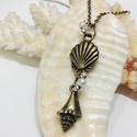 Sellő gyöngyös nyaklánc, Ékszer, óra, Medál, Nyaklánc, Kis gyöngyös, kagylós sellő medál Medál mérete: 1x3,5 cm Lánc hossza: 40 cm  A lánc más méretben is ..., Meska